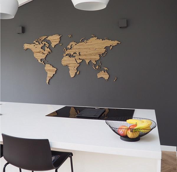 Wandkarte aus Holz mit Namender Länder im Niederlande