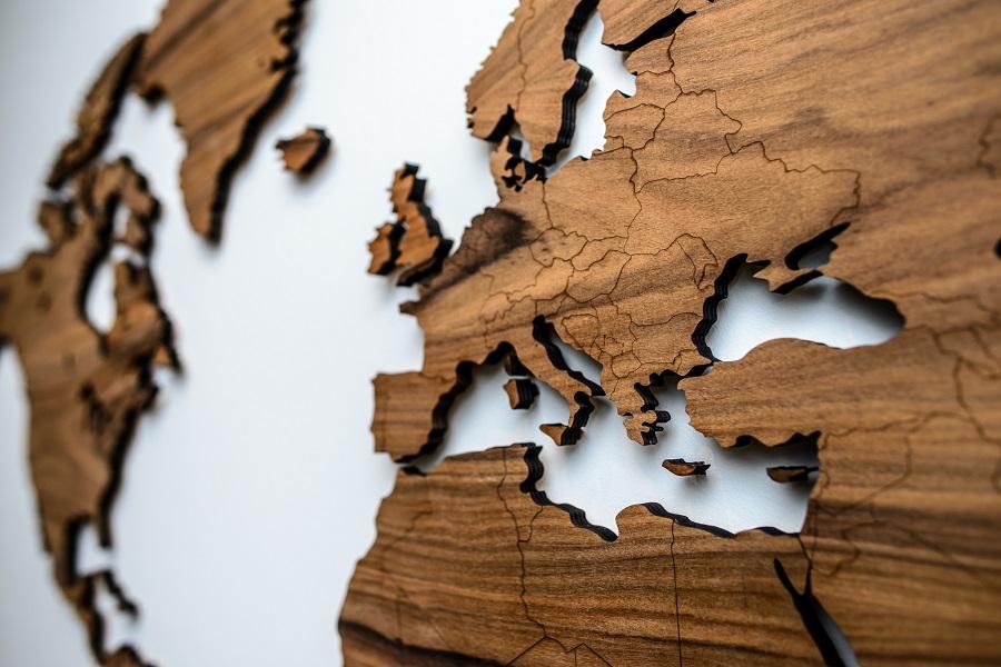 Detalus sieninis medinis pasaulio žemėlapis su valstybėmis Palisander