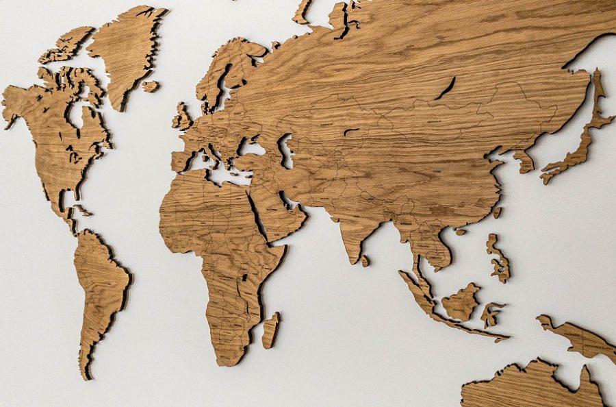 Didelis medinis pasaulio žemėlapis sieninis su šalių pavadinimais ir smeigtukais Ąžuolas,