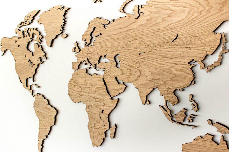 Mediniai pasaulio žemėlapiai su valstybėmis ir smeigtukais ant sienos Ąžuolas, Map it Studio