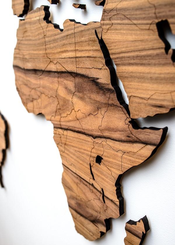 Mediniai pasaulio žemėlapiai su valstybėmis ant sienos