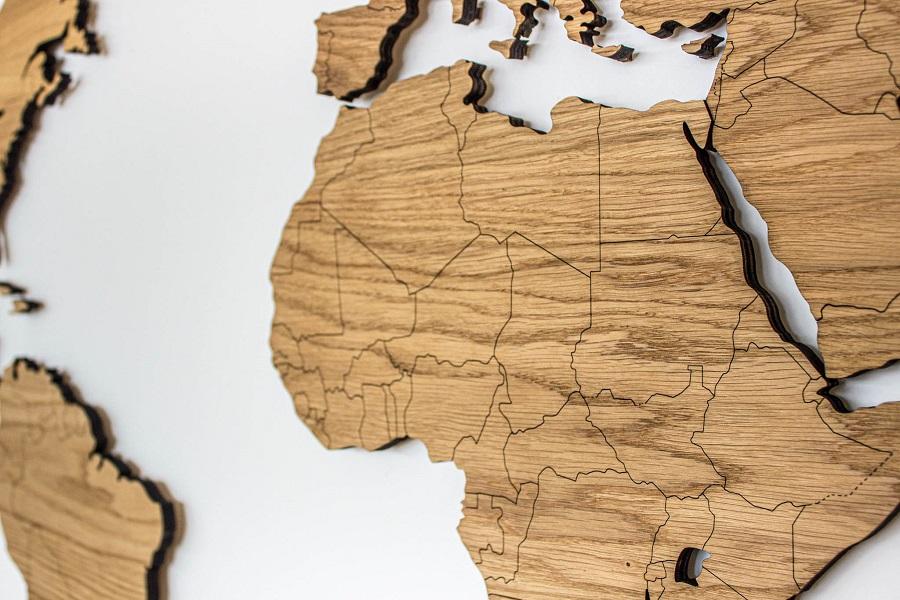 Medinis pasaulio zemelapis su valstybemis ant sienos Ąžuolas